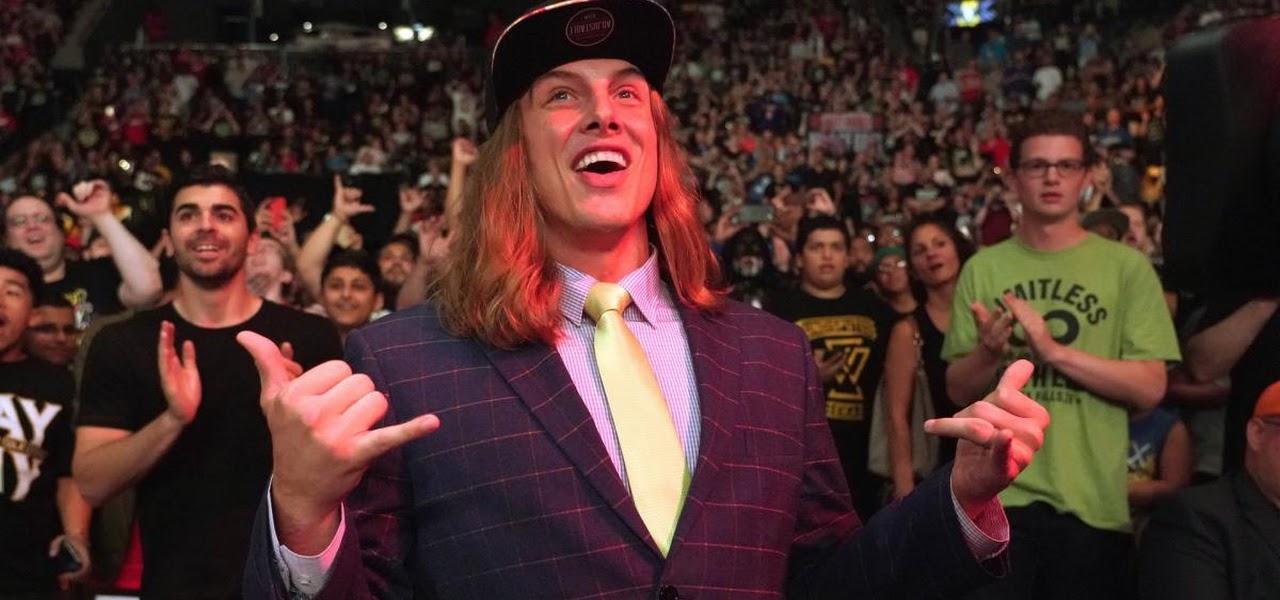 """Riddle admite que teve certo """"heat"""" na WWE após comentários sobre Roman Reigns"""