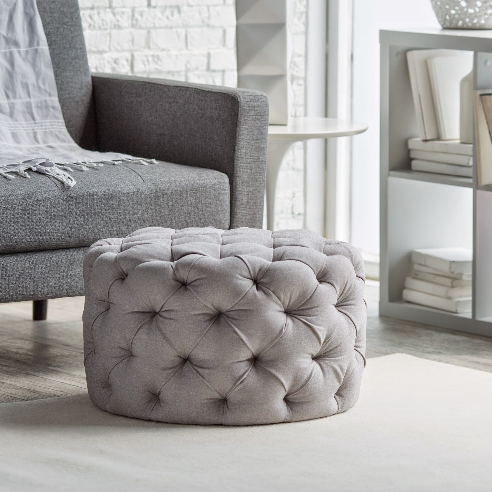 Mix and Chic: Fabulous finds- Round tufted ottoman for ...
