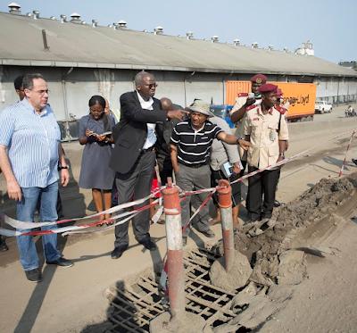 Fashola inspects failed portion of Apap-Ijora bridge in Lagos