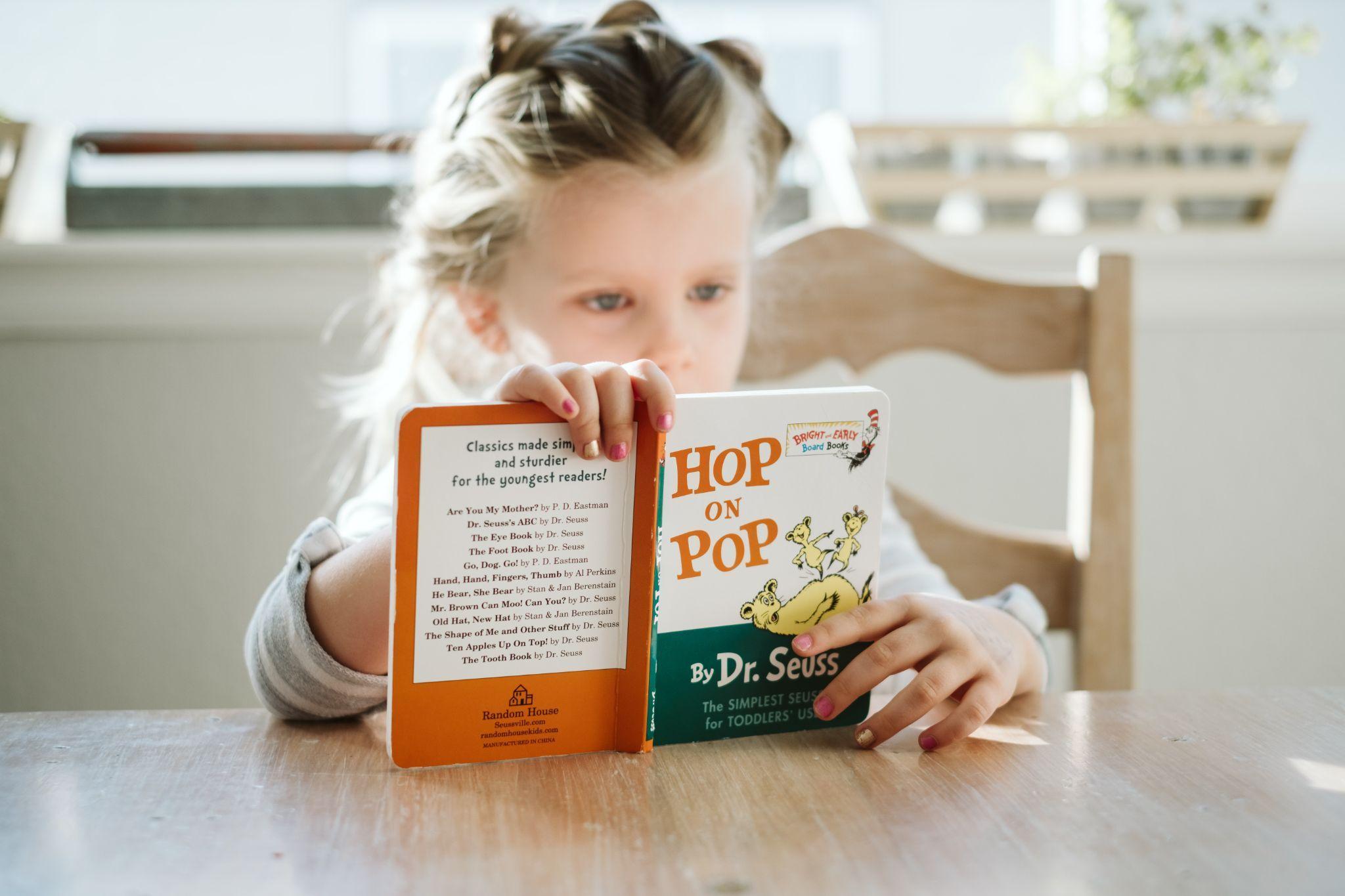 Kemampuan anak akan meningkat dengan membaca buku bahasa Inggris