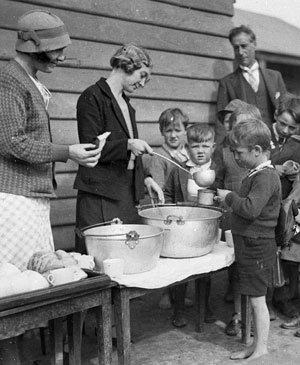 What Are Soup Kitchens And Bread Lines