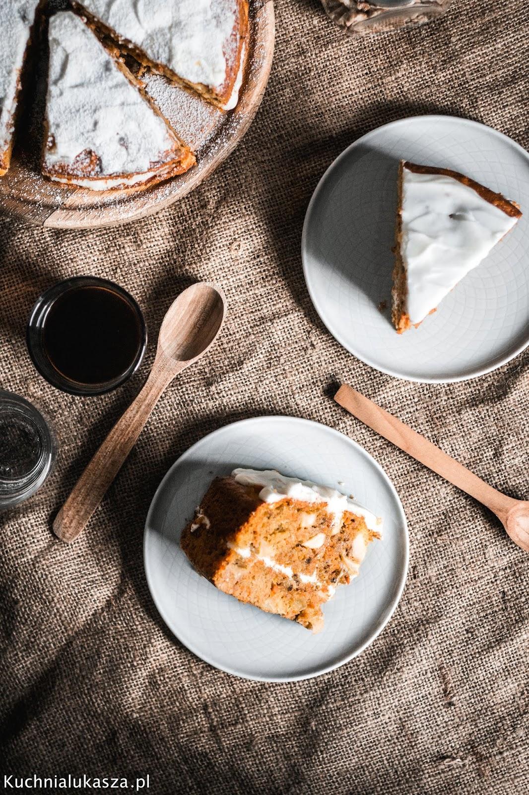 Ciasto marchewkowe z jabłkami i kremem przepis