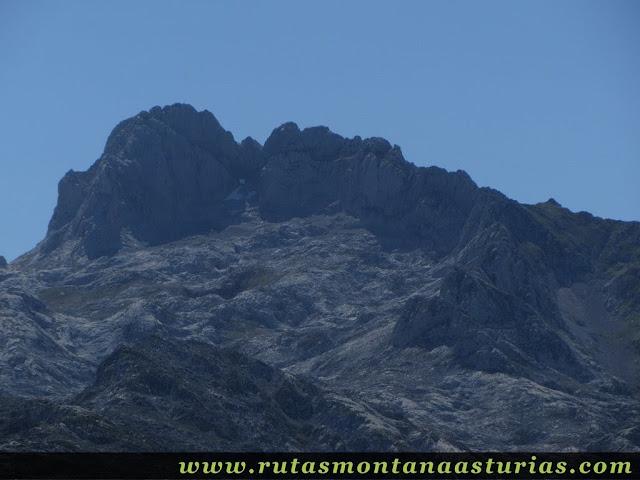 Ruta Lagos de Covadonga PR PNPE-2: Vista de la Torre de Santa María de Enol desde el Mosquital