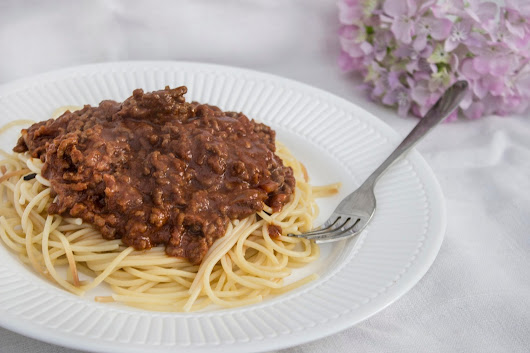 STUDENT ESSENTIAL: EASY SPAGHETTI BOLOGNESE
