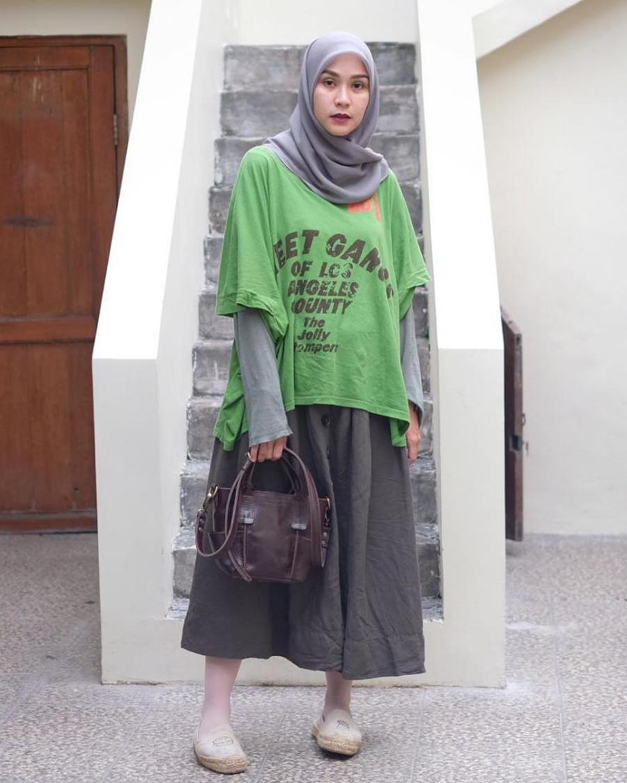 Zaskia Adya Mecca artis jilbab manis pakai baju hijau