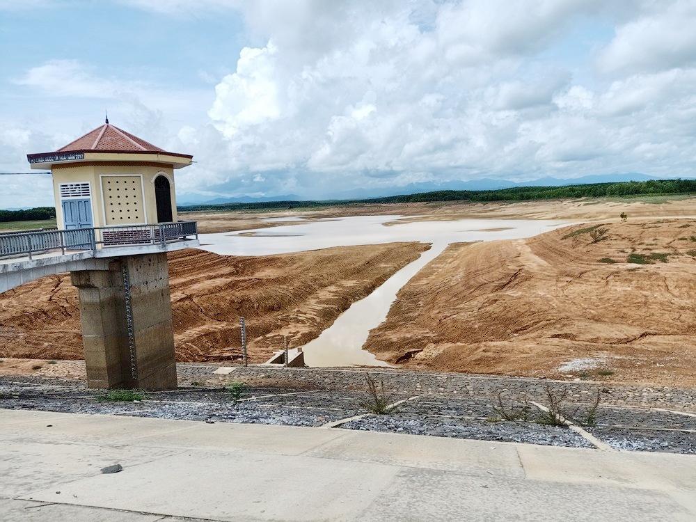 """Quảng Trị: Hàng loạt hồ chứa """"khát"""" nước giữa mùa mưa"""