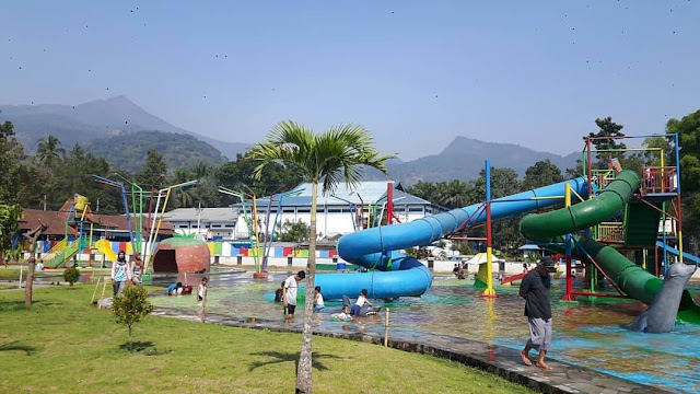 wahana muncul waterpark