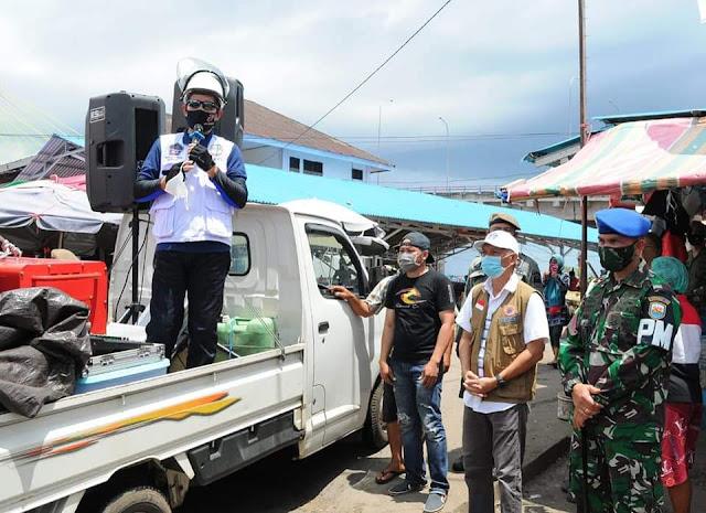 Tak Kenal Lelah, Walikota Didampingi Dirut PD. Pasar Sosialisasikan Protokol Kesehatan kepada Pedagang dan Pembeli di Pasar bersehati