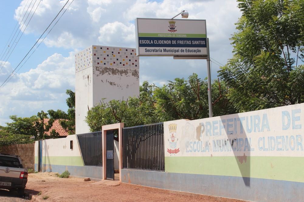 Adolescente invade escola municipal armado e assalta professores em Teresina