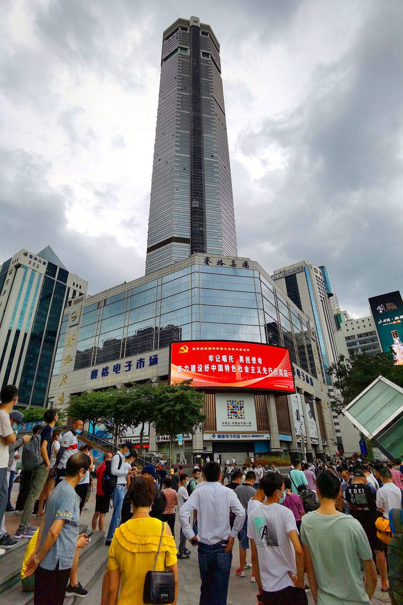 Video capta extraño vaivén en parte alta de edificio de 291 metros en China