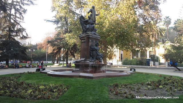 Praça na entrada do Cerro Santa Lucía