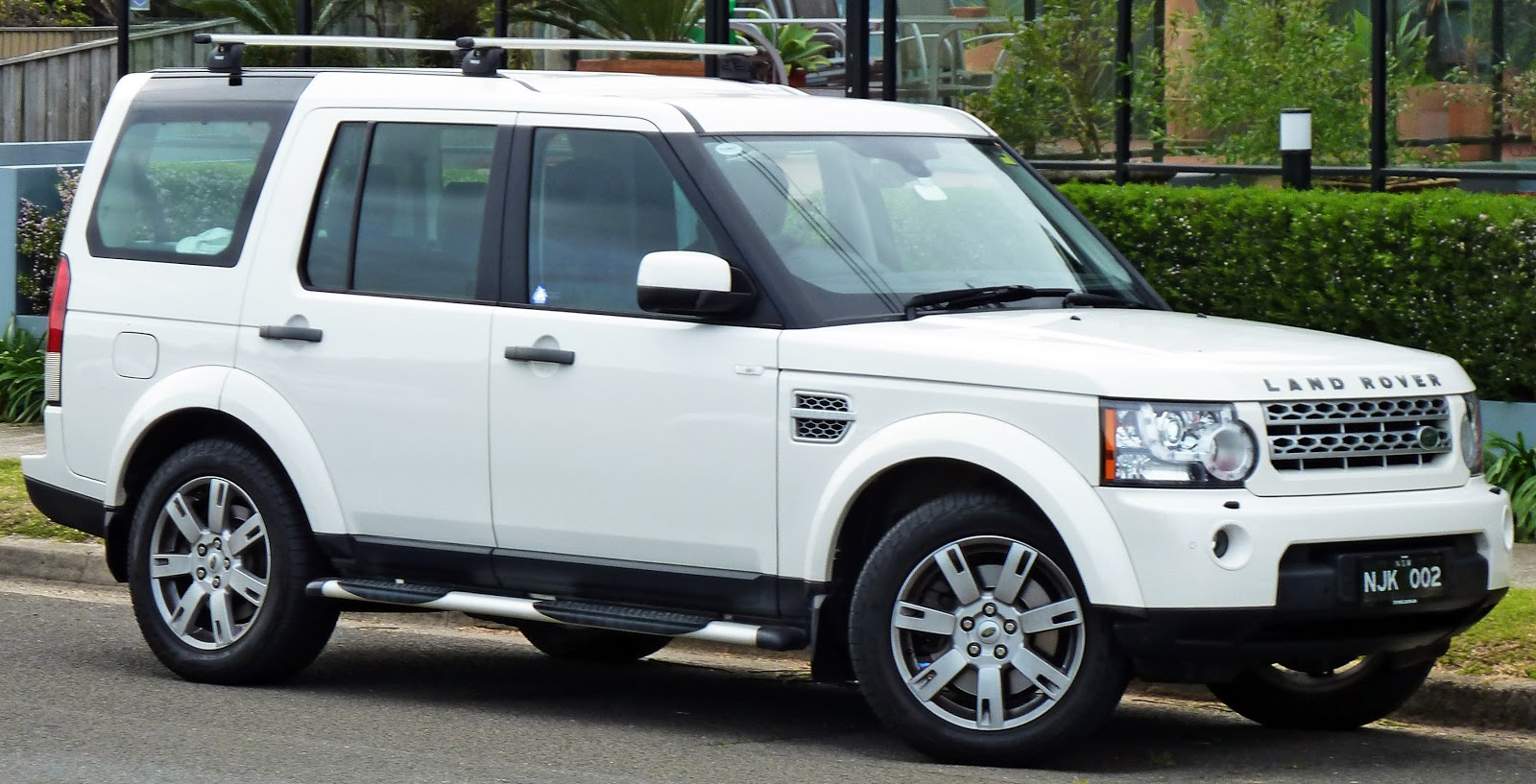 land rover discovery4 1600x900 wallpaper features wallpapers prices review. Black Bedroom Furniture Sets. Home Design Ideas
