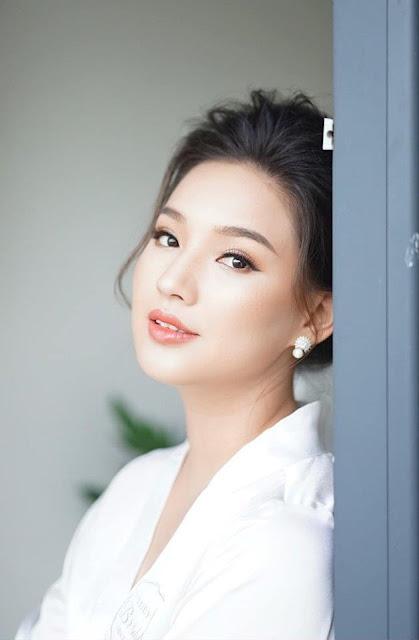 """Nhan sắc đúng chất """"nàng thơ"""" của vợ cố diễn viên Duy Nhân trong đám cưới lần 2 ở Hà Nội"""