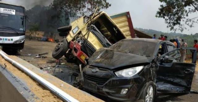 Kecelakaan Beruntun Tol Cipularang, Melibatkan 20 Kendaraan Sekaligus