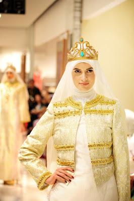 Busana Muslim Pesta Buat Tampil Elegan by Dian Pelangi