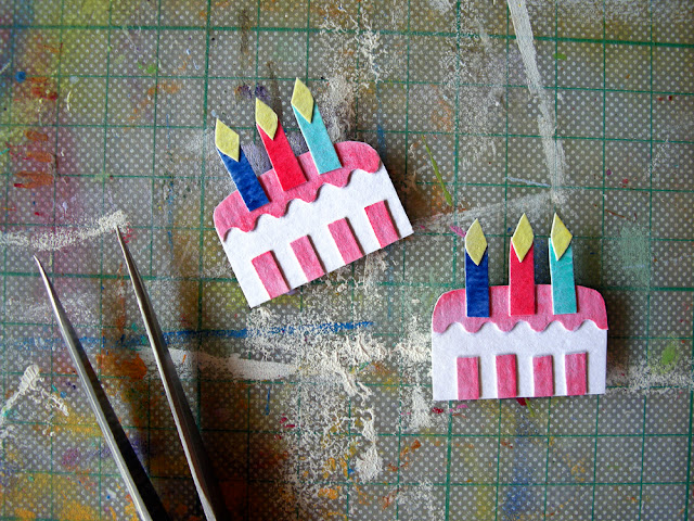 miniature paper cake