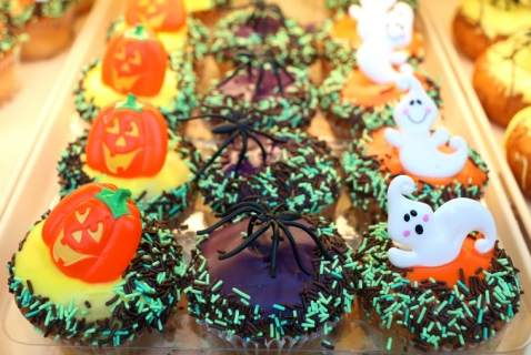 http://www.momswhothink.com/halloween/halloween-recipes.html