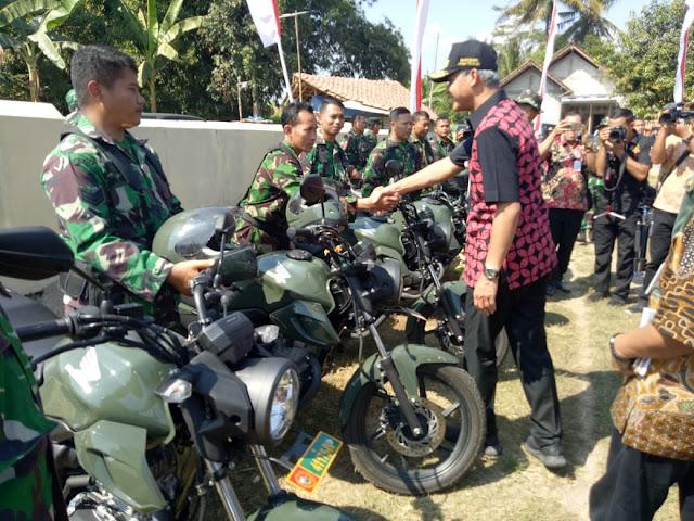 Usai Buka TMMD Reg 105 Gubernur Salami Prajurit Kodim Klaten