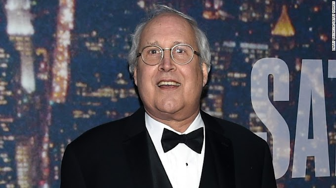 Chevy Chase enters rehab