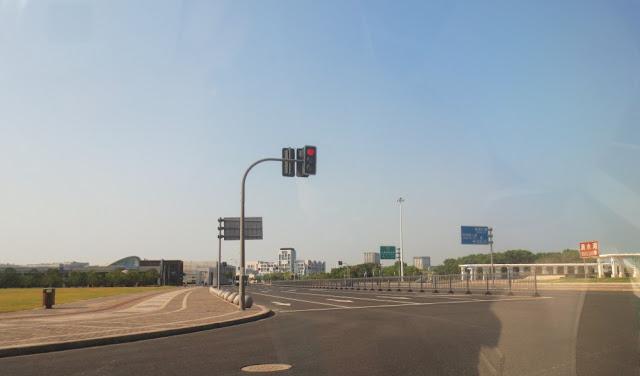 Lingang New City - Straßenverkehr