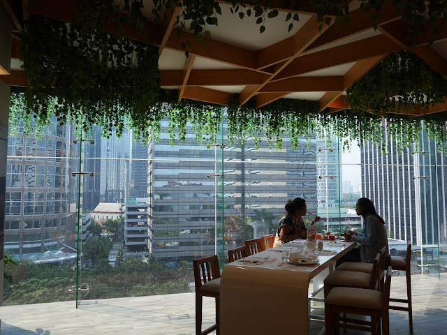 View restoran di Harris Suites FX Sudirman