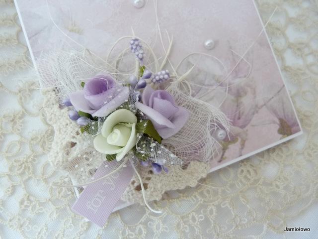 kompozycja kwiatowa na kartce