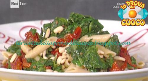 Penne integrali con pinoli erbette e pomodorini secchi ricetta Bianchi da Prova del Cuoco
