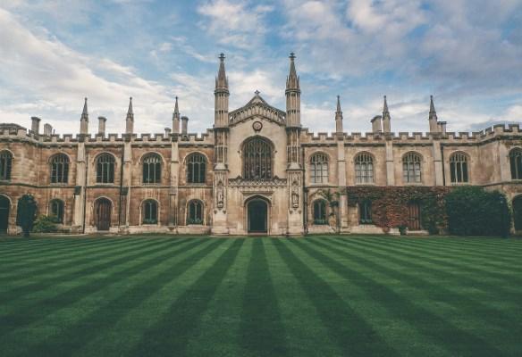 5 Universitas Luar Negeri yang Menyediakan Beasiswa Kuliah Secara Rutin