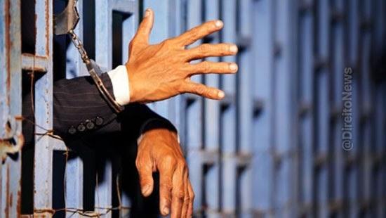 policiais agrediram advogado cadeia serao afastados