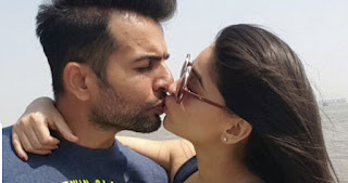 Mahi Vij Lip Kiss Picture With Husband Jay Bhanushali