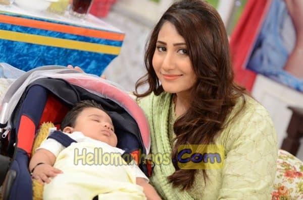 Pari Hashmi Wiki, Age, Family, Husband, Boyfriend, Wedding, Biography