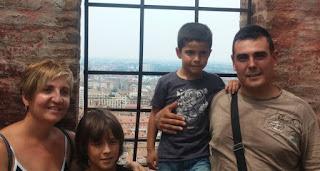 La familia al completo en lo alto de la Torre Asinelli.