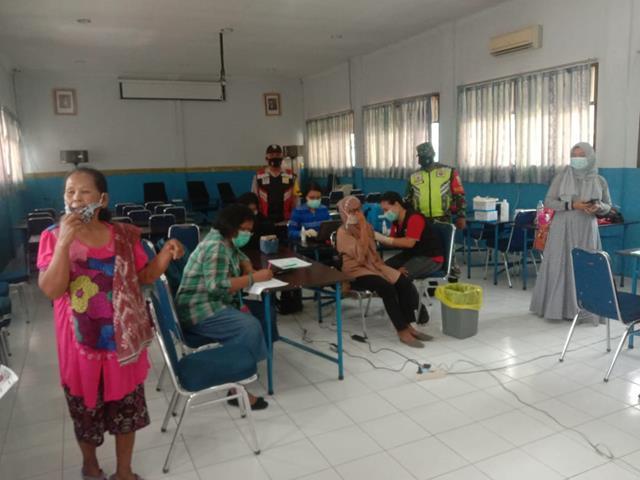 Kompak Personel Jajaran Kodim 0207/Simalungun Bersama DInas Terkait Laksanakan Pemantauan Vaksinasi