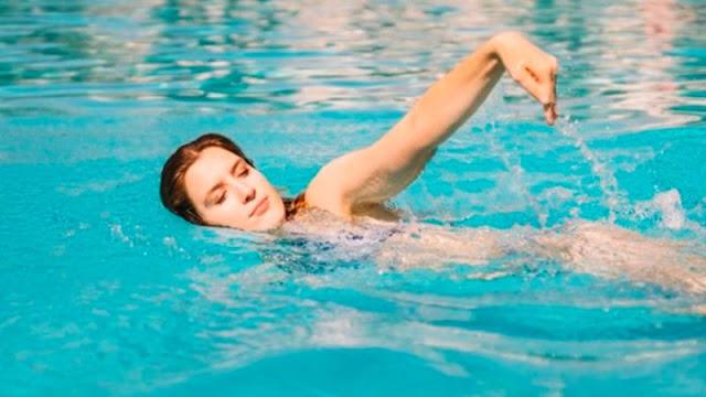 Berenang olahraga untuk menambahkan tinggi badan dengan cepat