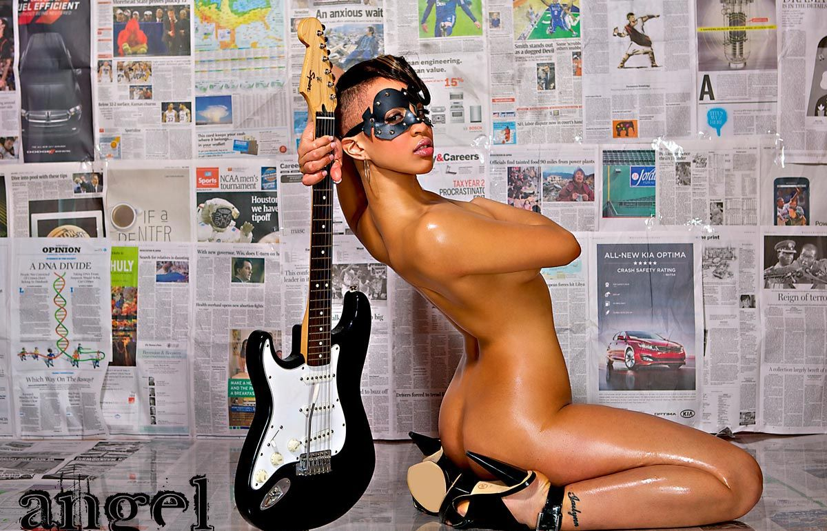 hot chick guitar nude