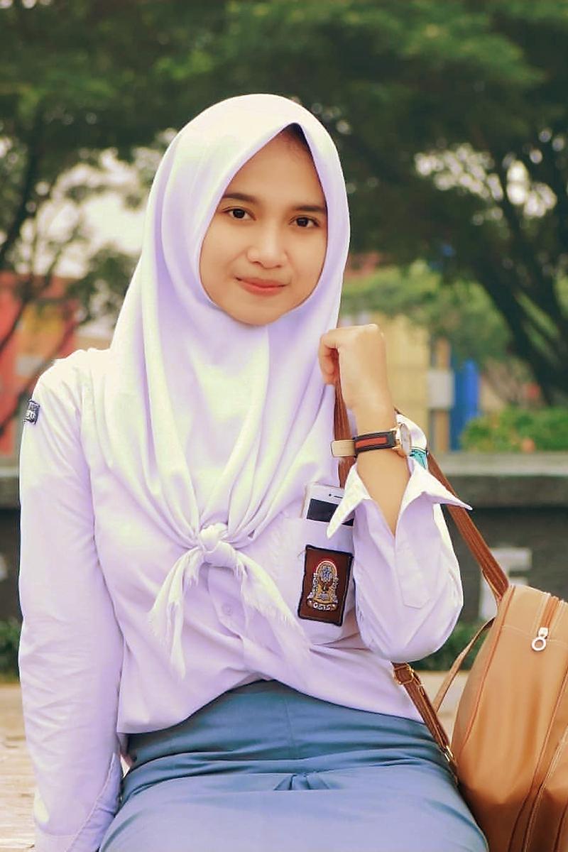 Siswi Jilbab SMA Cantik google drive