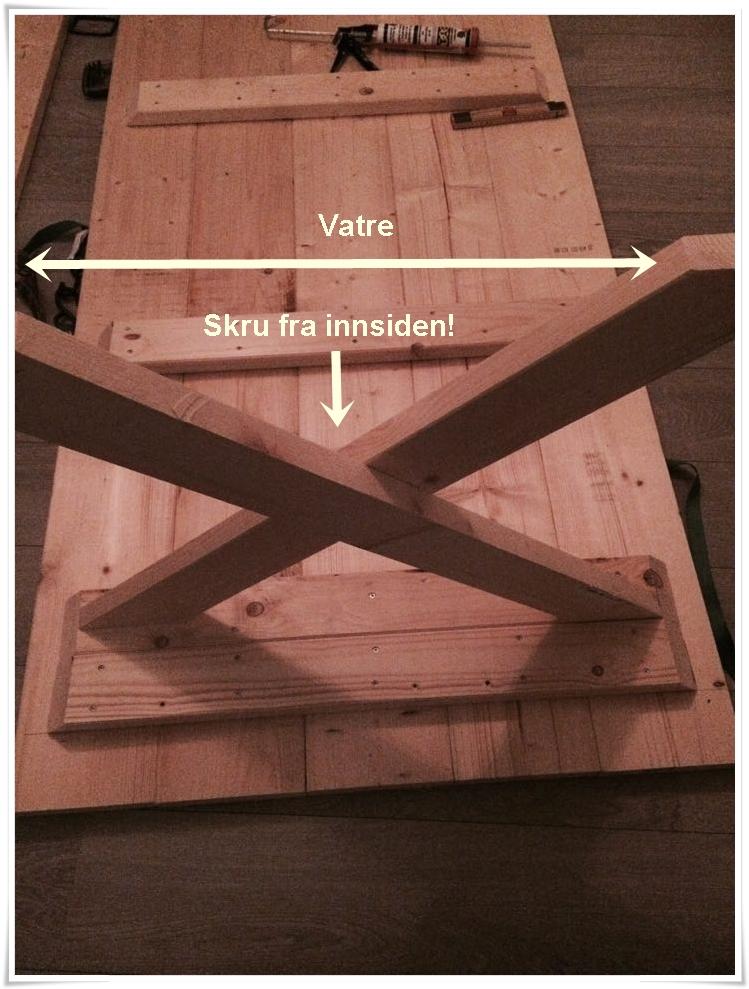 Gjenta p? bordben nr 2. P?se at det blir samme h?yde som bordben ...