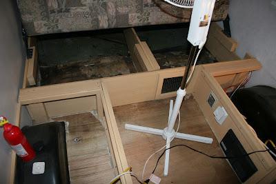 Infiltration d'eau Soyez vigilant !!! Faite vos inspections rigoureusement Camper+003