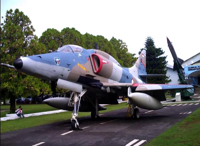 Melihat Koleksi Pesawat Terbang di Museum Dirgantara Mandala