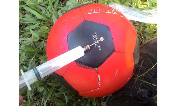 Bola Bocor - Begini 3 Cara Menambalnya