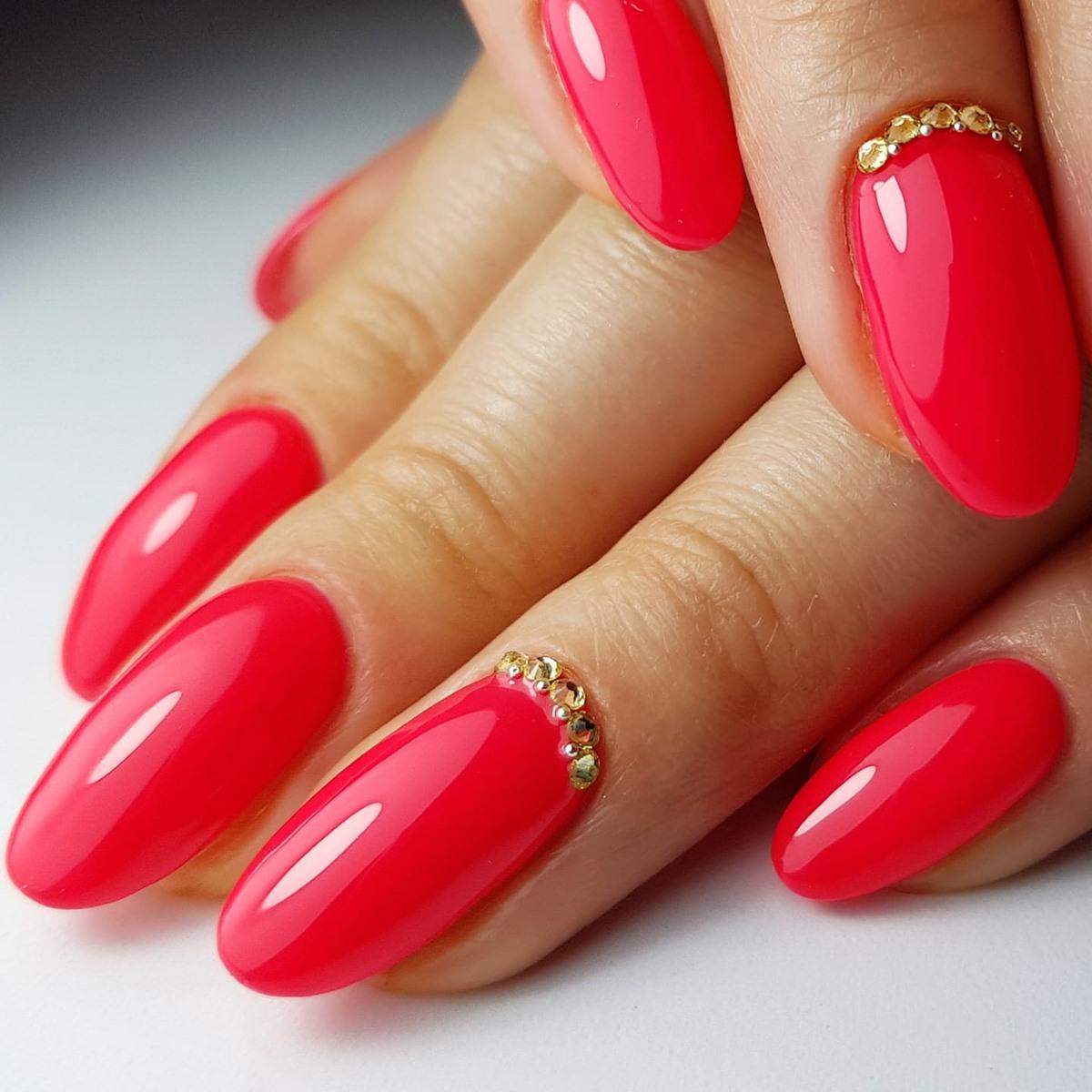 malinowe paznokcie