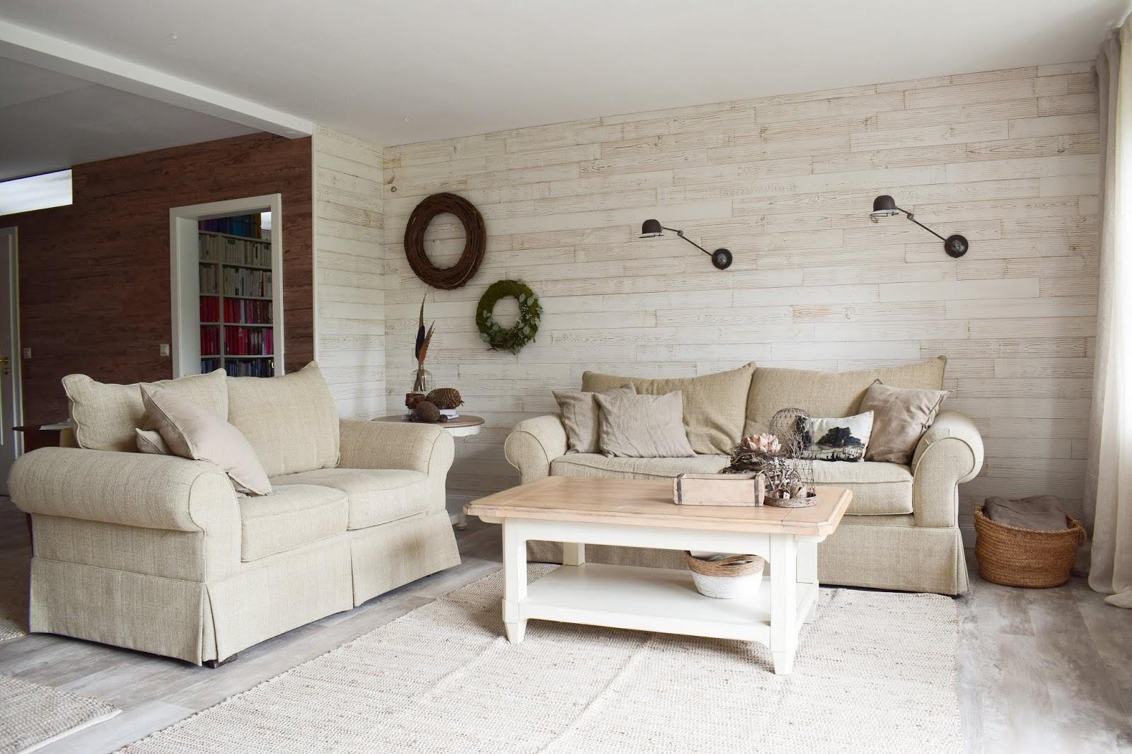 Deko für das Wohnzimmer und die Wand mit Kranz und Wandlampe Wandleuchte Wanddeko. Natürlich wohnen und dekorieren. Dekoidee Kränze selber machen DIY