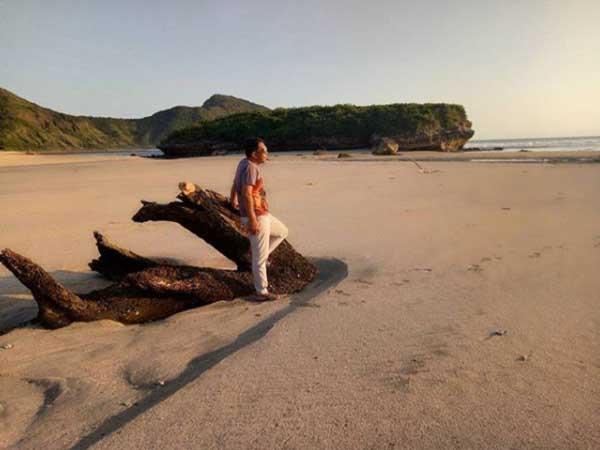 Destinasi Wisata Pantai Sekongkang