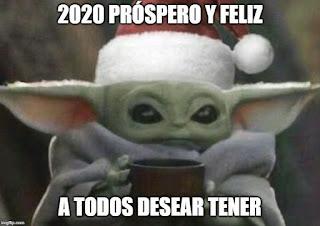 Baby yoda felicitando feliz año 2020