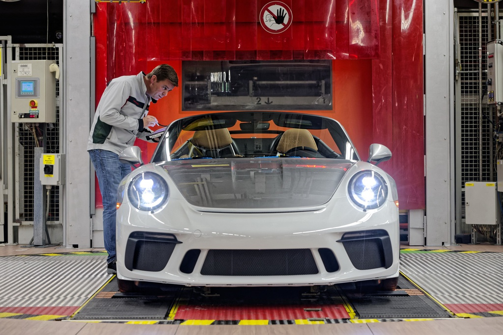 Chiếc Porsche 911 cuối cùng của thế hệ 991 chốt giá 500.000 USD