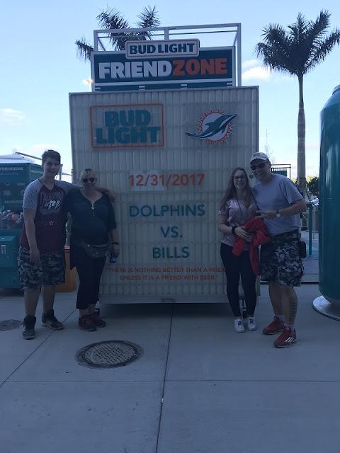 Wir am 31.12.17 vorm Spiel der Miami Dolphins vs Buffalo Bills!