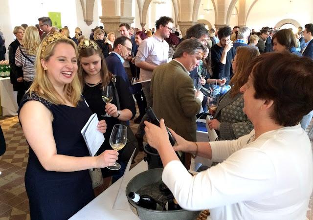 Im Laiendormitorium von Kloster Eberbach lässt sich hervorragend Wein verkosten.