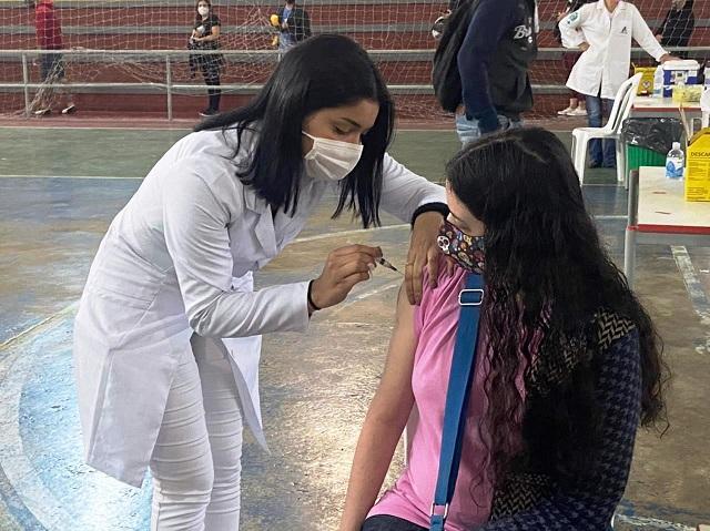 Mutirão contra Covid-19 vacina mais de 1.300 pessoas em apenas um dia em Registro-SP