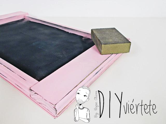 DIY-bandeja-madera-bricolaje-craquelé-pintyplus-pintar-chalkpaint-pizarra-rosa-desayuno-8