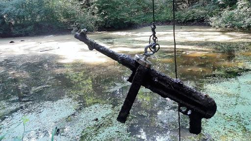 Finding submachine gun MP40